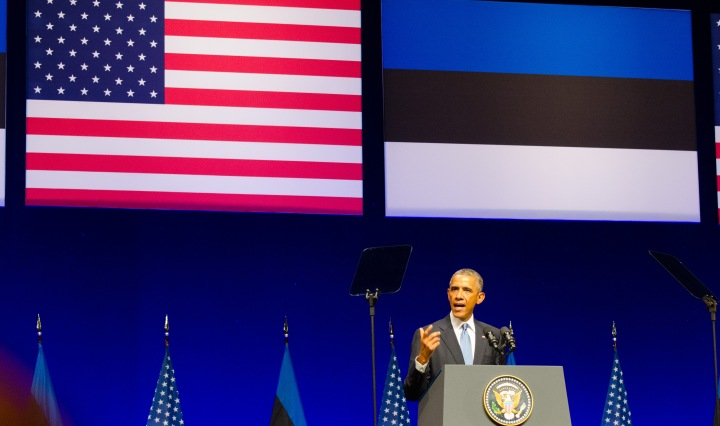 https://upload.wikimedia.org/wikipedia/commons/b/b3/President_Barack_Obama_giving_a_speech_at_the_Nordea_Concert_Hall_on_2014-09-03_in_Tallinn,_Estonia.jpg